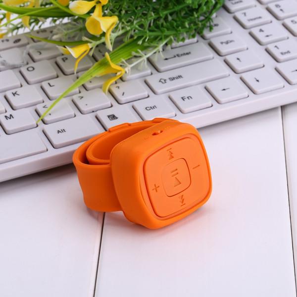 Portable Sport Mini poignet Lecteur MP3 1 Go / 2 Go / 4 Go / 8 G sans écran Lecteur de musique Mp3 avec fente pour carte Micro TF (MP3 seulement) Livraison gratuite de voiture