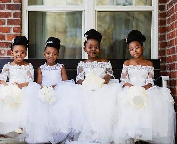 Cheap 2020 Vestidos Ivory linda flor Girls' fora do ombro Baptismo roupas vestido de festa de aniversário Vestidos Tutu Bola mangas compridas Lace