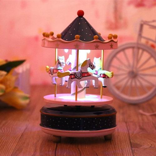 Regalo creativo Artigianato in legno Casa gioielli Nuovo LED lampada Rotary Trojan Music Box agente all'ingrosso