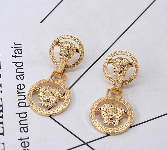 2019 nuovo full diamond ring lettera orecchini testa di leone V gente marea con orecchini in metallo accessori femminili all'ingrosso