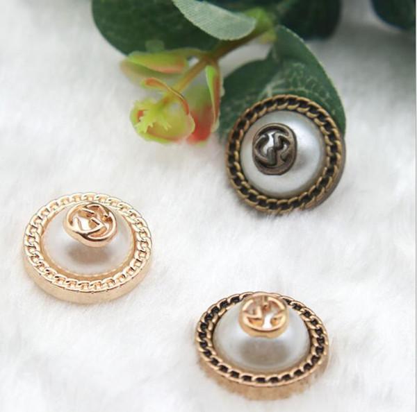 Nouveau bouton de perle en métal haute lettre ronde bouton bouton cardigan manteau pull en gros1