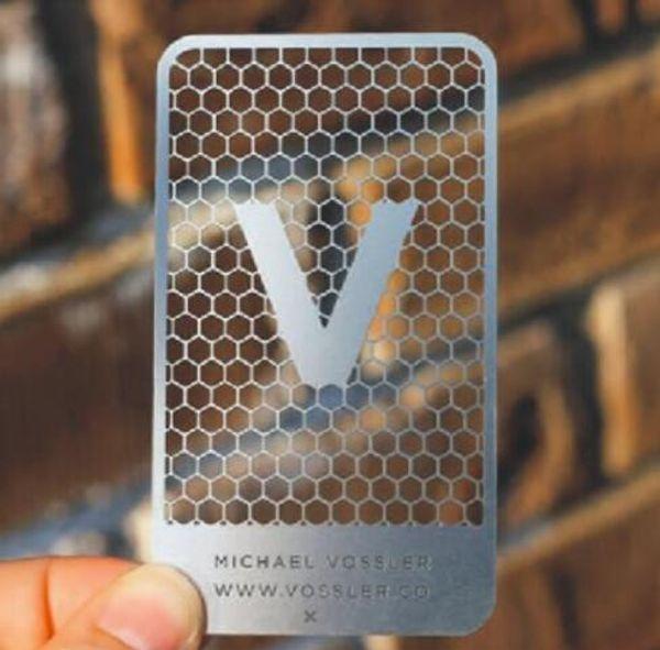 (100pcs / lot) 2019 nouvelle conception prix usine de haute qualité en acier inoxydable trou métallique perforé impression de cartes de visite