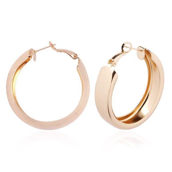 Moda nuevas últimas tendencias de aleación de metal pendientes de aro para mujer pendientes circulares de oro unisex para bodas fiesta