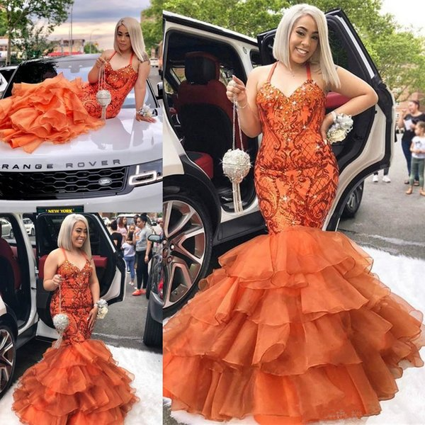 2019 Prom Dresses a sirena Spaghetti Lace Appliqued Crystal Tiered Skirt Prom Abito da sera Sweep Train Formal Party Gown