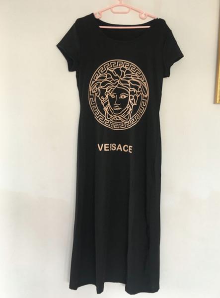 En 2019, les nouvelles filles de la mode ont conçu des robes imprimées pour les femmes, tandis que les concepteurs ont conçu des robes noires occasionnelles à manches courtes pour les femmes