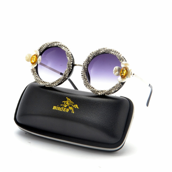 2019 Brand Designer Vintage Occhiali da sole rotondi con diamanti rotondi Donna Moda fiore Strass colorati Sfumature UV400 FML