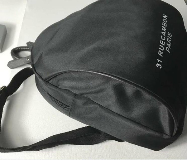 Nuevo 2019 clásico Marca C símbolo negro Mochila Moda Mujer Mochila Retro Mochilas deportivas al aire libre Bolsa de cosméticos Regalo de boda Regalo VIP 3024