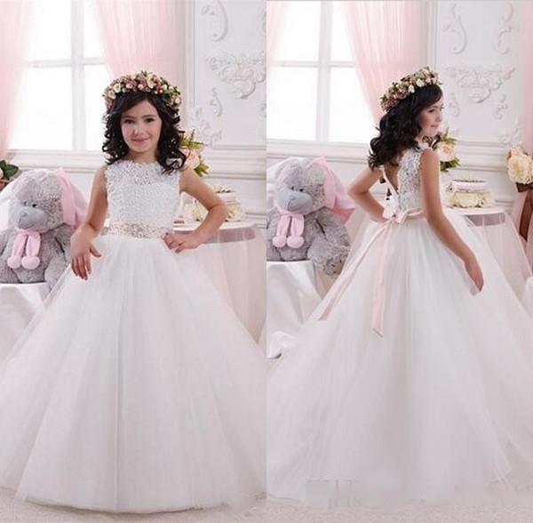 2019 Lace bonito Appliqued Flower Girl Dresses V Cut Back com Pink Bow Sash Tulle Girls Vestido formal para o casamento Primeira comunhão vestido