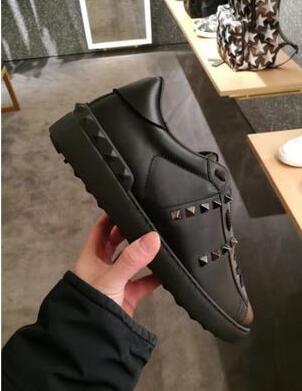 19 Tüm Siyah Bayan Konfor Rahat Elbise Ayakkabı Spor Sneaker Erkek Casual Deri Ayakkabı Tasarımcısı Bayan Eğlence Yürüyüş Eğitmenler Lowtop Sneakers
