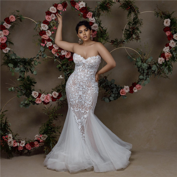 best selling Black Girl Elegant Sweetheart Lace Appliqued Wedding Dresses Luxury Strapless Open Back Plus Size Sweep Train Bridal Gown Custom Made
