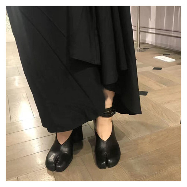 Fashion Runway Split Toe Pumps Women Chunky Heel Leather Trotter Shoes Black White Red Solid Color Ankle Strap High Heels