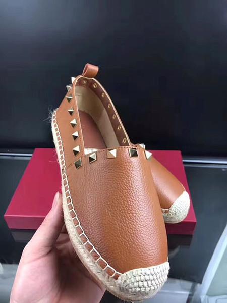 Las nuevas mujeres al por mayor del cuero clásico de las señoras de la arena de la marca de zapatos planos remaches zapatillas de deporte de moda casual departamento