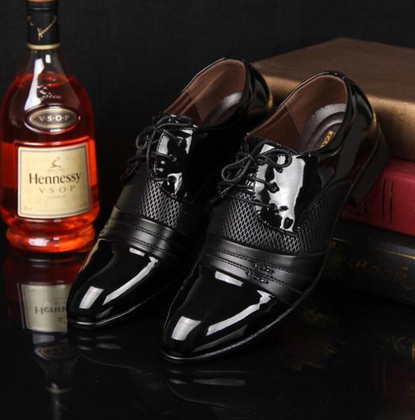 2016 Classique Hommes Robe de mariée de luxe chaussures plates Hommes d'affaires Oxfords Chaussures Casual Noir / Marron Chaussures en cuir
