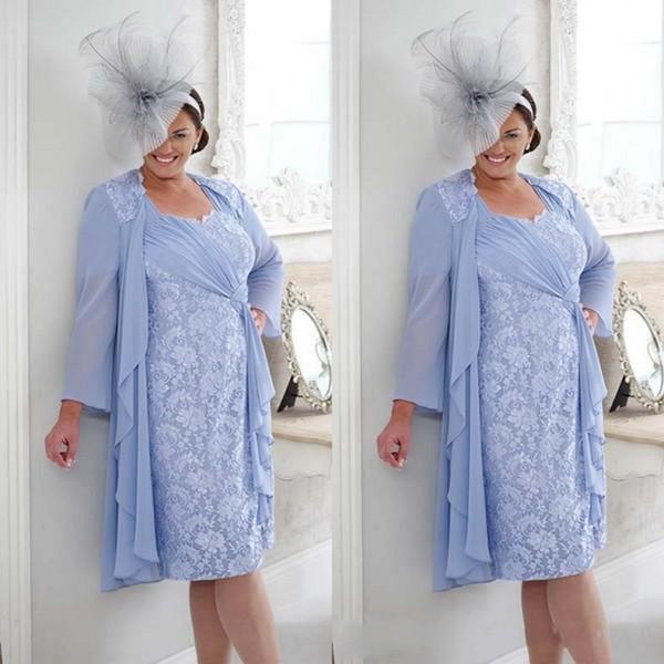 Lilac Plus Size Mãe do Noivo Vestido de Noiva Curto Na Altura Do Joelho Chiffon Fita Coluna Lace Convidado Do Casamento Vestidos com Manga Longa Casaco
