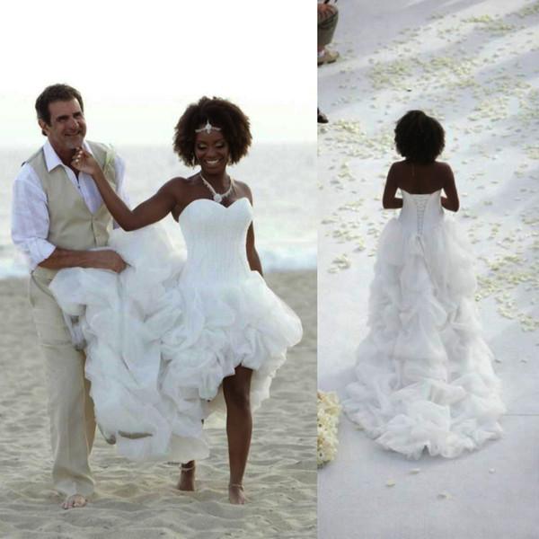 Vestidos de novia boho de playa africana sexy Tren de capilla alto y bajo Vestidos de novia de organza blancos Cariño en cascada volantes niveles vestido de novia