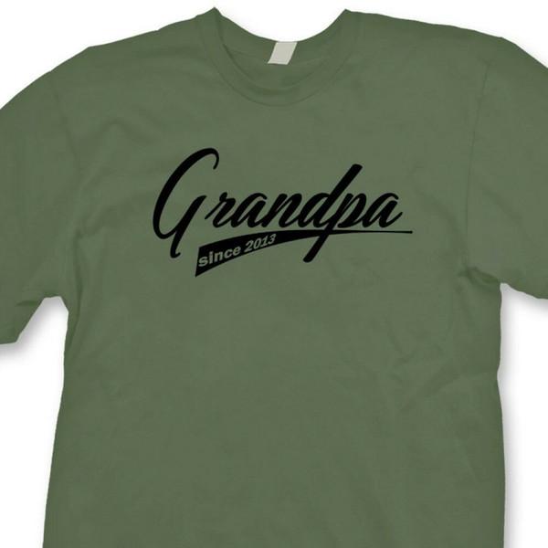 Großvater seit 2013 Mitteilungs-T-Shirt Geschenk-Großvater-Großvater-T-ShirtFunny freies Verschiffen unisex zufälliges T-Shirt
