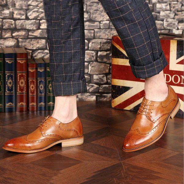 Brogue Kahverengi Kırmızı Siyah Erkekler İş Elbise Ayakkabı Sivri Burun Erkekler Düğün Ayakkabı Deri Resmi Ayakkabı rahat daireler