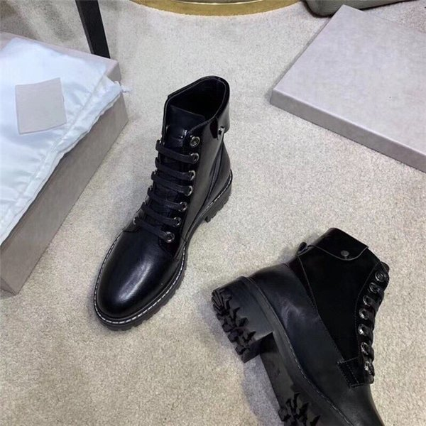 Black Martin boots female 2019 new autumn and winter motorcycle boots wild thick bottom winter plus velvet British wind boots