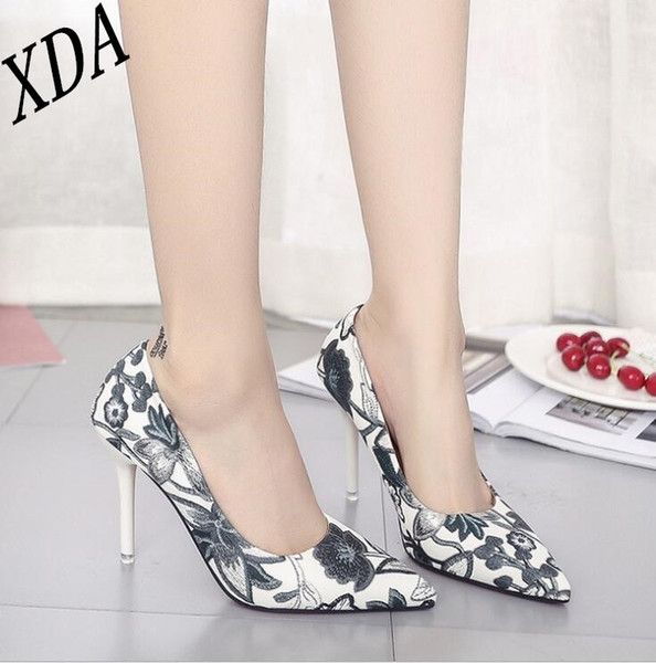 Designer Dress Shoes XDA 2019 Fashion super high heels women pumps thin heel classic sexy prom wedding Vintage printed pointed single X73