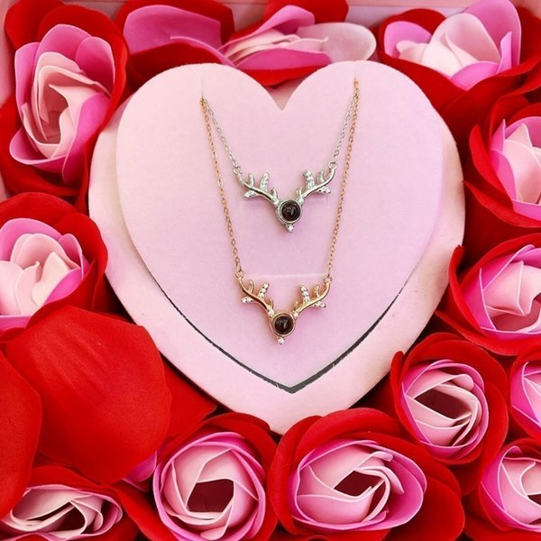 Women's jewelry 2019 fashion new simple necklace eternal flower packaging with fragrance high-end exquisiteis