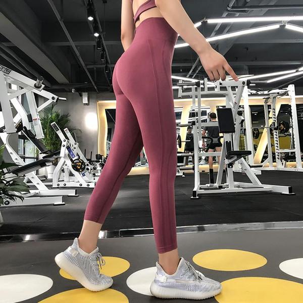 Фитнес-зал хип работает сексуальные персиковые брюки спортивного тугой попка потного леди брюки
