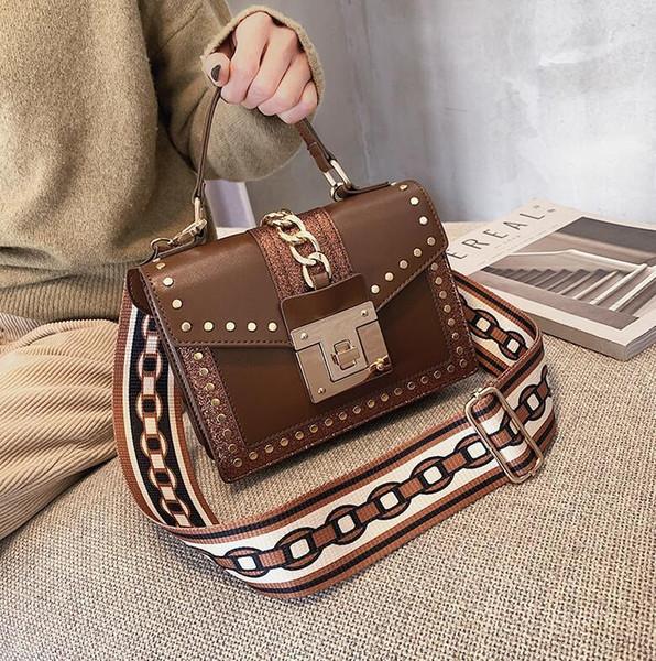 Fabrika satış marka kadın çanta yeni payetli küçük kare çanta zincir dekorasyon moda omuz çantası altın toka kadın haberci çantası
