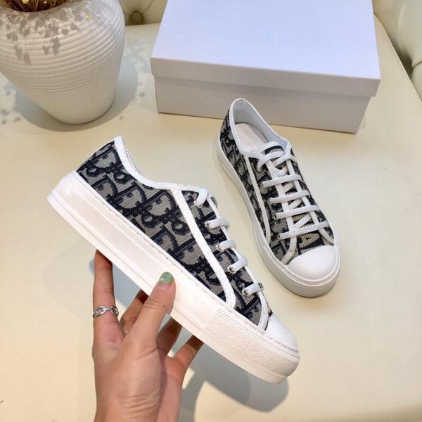 Nuevos zapatos de diseñador de temporada Zapatos de mujer de lujo de moda Plataforma de cuero con cordones Zapatillas de suela de gran tamaño Zapatos casuales ys19021802