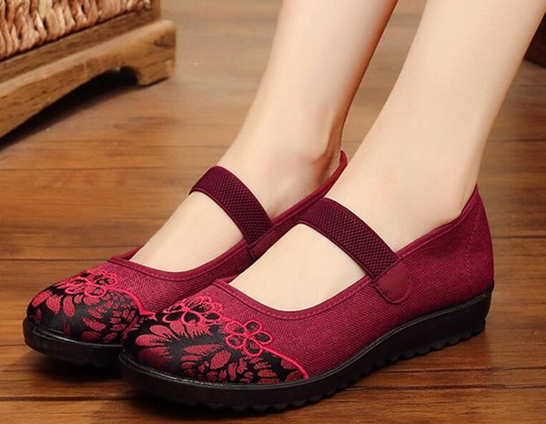 The New Old Beijing cloth shoes new style old lady big size flat bottom anti-slip grandma shoes middle aged mother soft bottom