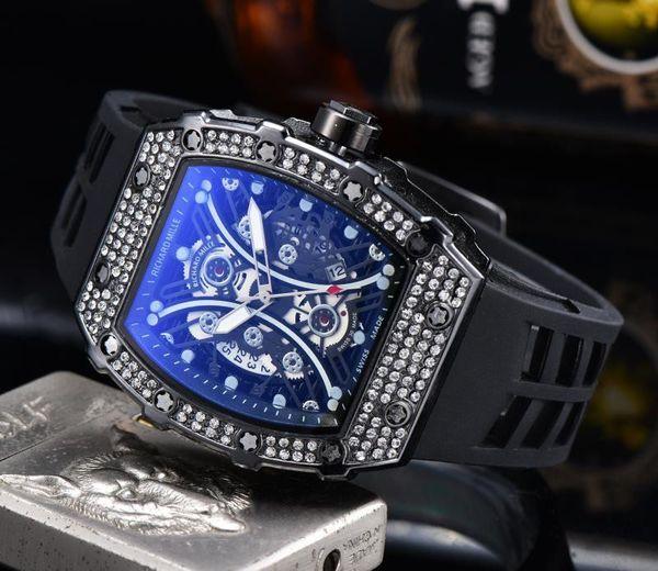 Sıcak Satış Erkek İzle Lüks saatı Siyah Silikon Kayış Moda Tasarımcısı Saatler Spor Quartz Analog Saat Relogio Masculino