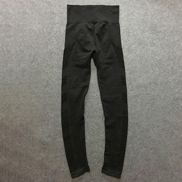 C15 (Calças pretas)