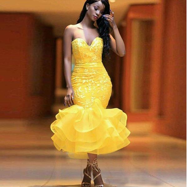 Cocktail Giallo sexy abiti da Sweetheart Applique del merletto di lunghezza del tè Ruffles Skirt dei vestiti da sera della ragazza africana Prom Gowns