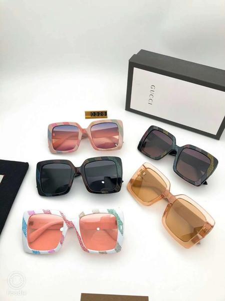Tasarımcı Güneş Gözlüğü Lüks Güneş Gözlüğü Moda Kadınlar için Polarize Adumbral Cam UV400 Boy Marka Kutusu ve Logosu ile G0328 Yüksek Kalite