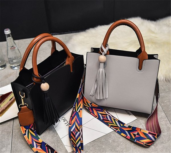 2019 Designer Luxury Womens Bag Fashion In Spring and Summer 2019 Classic Black Pink Grey Hot Free Shipping Factory Price Designal Girls Bag
