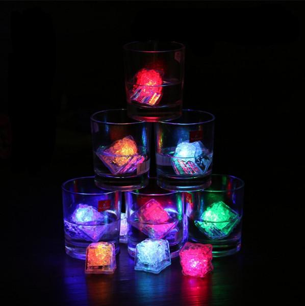 Lumineux LED Cube artificielle Ice Cube flash Phosphorescent décoration fête Glow foncé Jouet de Noël de mariage Verre à vin Bar KTV Décoration