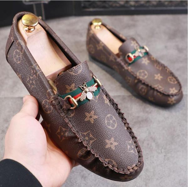 YENI Yüksek Kalite Moda Erkekler Yüksek Üst İngiliz Tarzı Perçin Nedensel Ayakkabı Erkekler Kırmızı Altın Siyah Alt Ayakkabı Nedensel ayakkabı