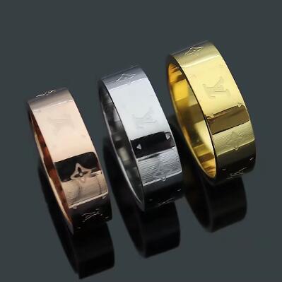 6 MM Breite Großhandel Explosion V Brief Einfache Platz Drucken Vier Blatt Blume Ring 18 Karat Gold Luxus Designer Ring Für Hochzeitsgeschenke