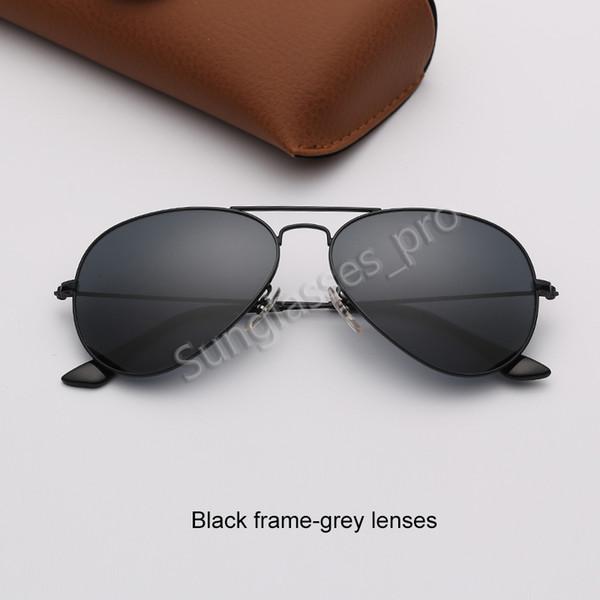 Siyah çerçeve-gri lensler