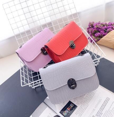 2019 Sweet Summer Fashion New Handbags Women Bag Quality Pu Leather Stone Pattern Fashion Chain Latch Small Square Package