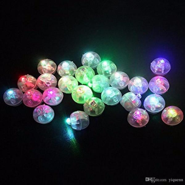 carnaval Halloween LED lumière colorée petite balle ballon lumière flash décoration de la maison cadeau 50 pièces / sac