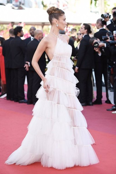 2019 Sexy White Tulle Celebrity Evening Dresses In Cannes Film Festival Sheer Neck Tired Train Plus Size Custom Made Red Carpet Prom Gowns