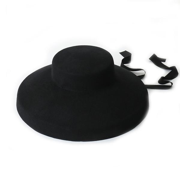 قبعة صوف سوداء