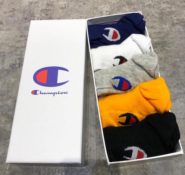 Con le donne Box famosa lettera dei calzini del nuovo cotone calzino Estate Autunno Equipaggiata disegno di marca Champion e gli uomini calzini 064