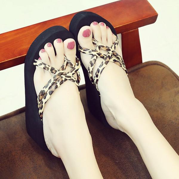 Zapatillas de mujer Estampado de leopardo Flip Flogs Zapatos de playa antideslizantes de mujer de fondo grueso Zapatos de playa ligeros y cómodos zapatos para niñas