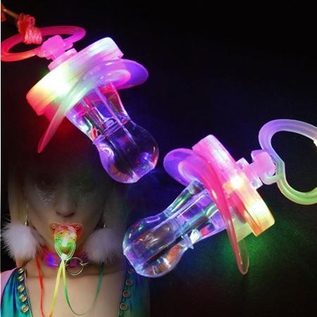 Bar malzemeleri Parlayan düdük Renkli emzik Üç renk LED ışıklı oyuncaklar atmosferi artırmak Tezahürat Öğeler DHL