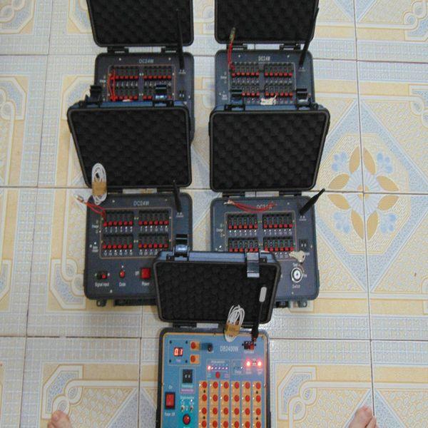 96 signaux transmitt commutateur 433MHz 110-220V displa Salvo numérique fil de cuivre à distance télécommande sans fil feu 2020 nouveau système de tir des feux d'artifice de style
