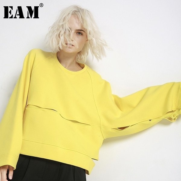 [EAM] 2019 Nueva Primavera de cuello redondo de manga larga amarillo ahueca hacia fuera la costura del tamaño grande de la camiseta de las mujeres manera de la marea JH357MX191008