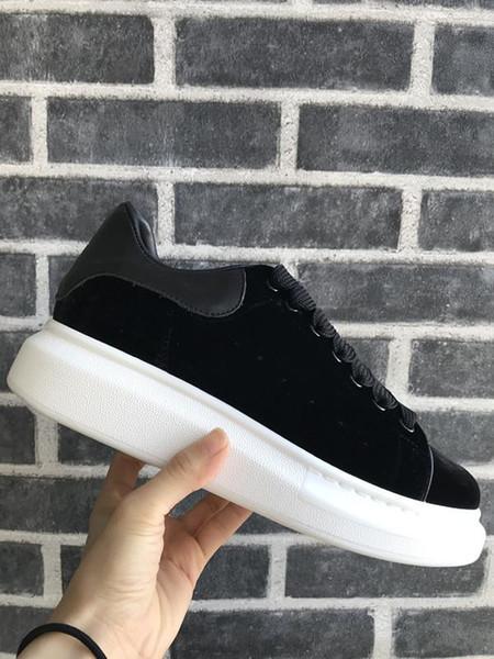 2018 Velvet Black Mens Chaussures para mujer Zapato Hermosa plataforma Zapatillas de deporte casuales Diseñadores de lujo Zapatos Cuero Zapatos de vestir de colores sólidos A055