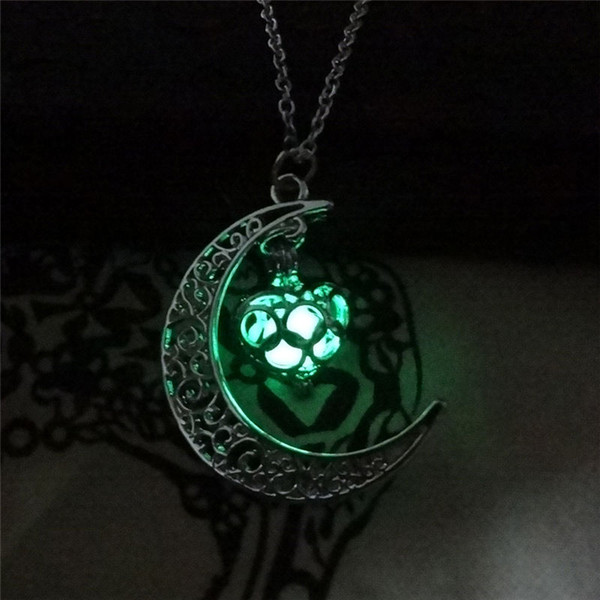 Moon Heart Necklace Pendant Noctilucence Glow In The Dark Essential Oil Diffuser Necklace Lockets Chains Jewlery For Women Drop Shipping