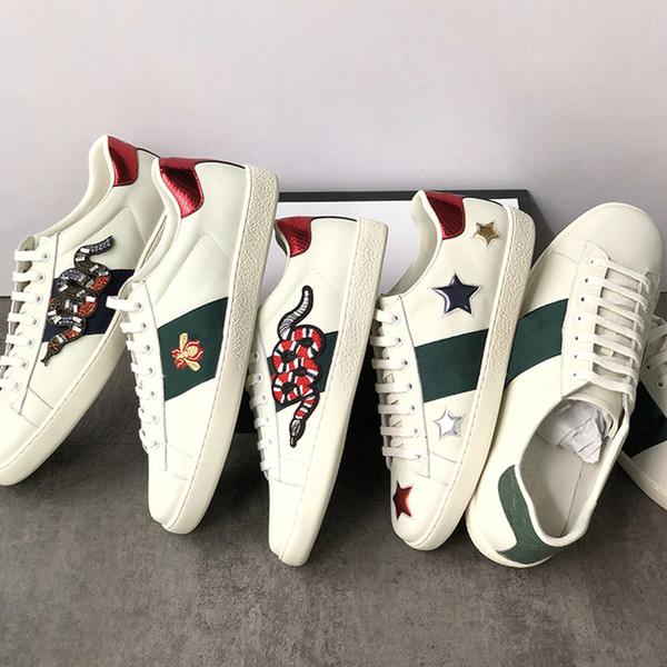 2019 Chaussures de sport en cuir véritables Flats designer hommes femmes Chaussures Casual classiques python abeille tigre Fleurs brodées Cock Love baskets