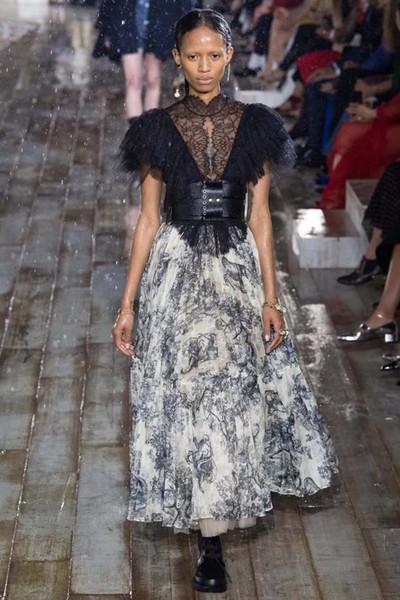 7b9ec20d179cc 2019 2019 Runway Women Long Skirt Luxury Animal Printing High Waist Pleated  Large Pendant Skirt European Designer Party Maxi Skirt Y19043002 From ...